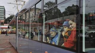 Nová tramvaj EVO2 vozila poprvé lidi  v rámci Den otevøených dveøí ve vozovnì libereckého dopravního podniku 22. záøí.